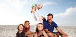 Jak spędzić udane wakacje nad morzem i jednocześnie nie obciążyć domowego budżetu?